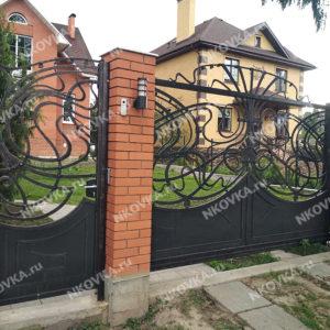 откатные кованые ворота с калиткой