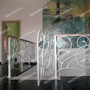 белая ковка для лестницы
