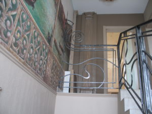 ковка на лестницу модерн