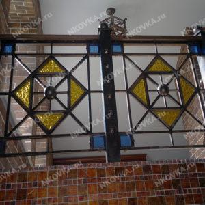 ковка на лестницу со стеклом
