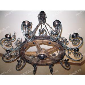 кованая люстра колесо с художественным декором