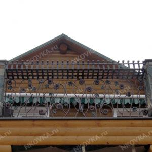 кованый балкон с кашпо