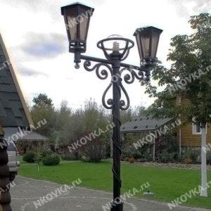 кованый фонарь на столбе