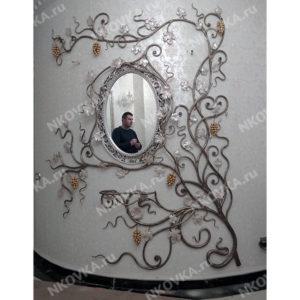 кованое зеркало с вешалкой